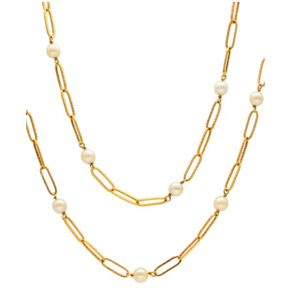 Yellow gold necklace with pearls