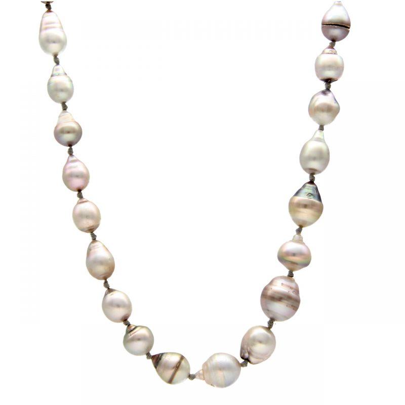 Collana di perle naturali e oro bianco