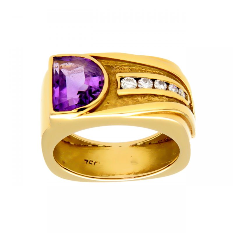 Yellow gold ring with amethyst and diamonds