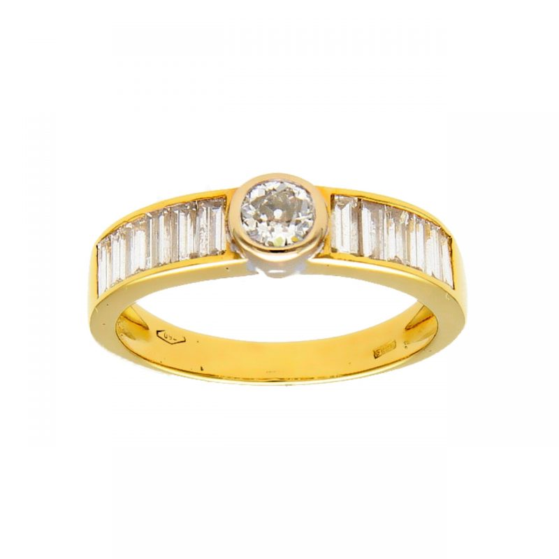 Yellow gold ring with central and lateral diamond