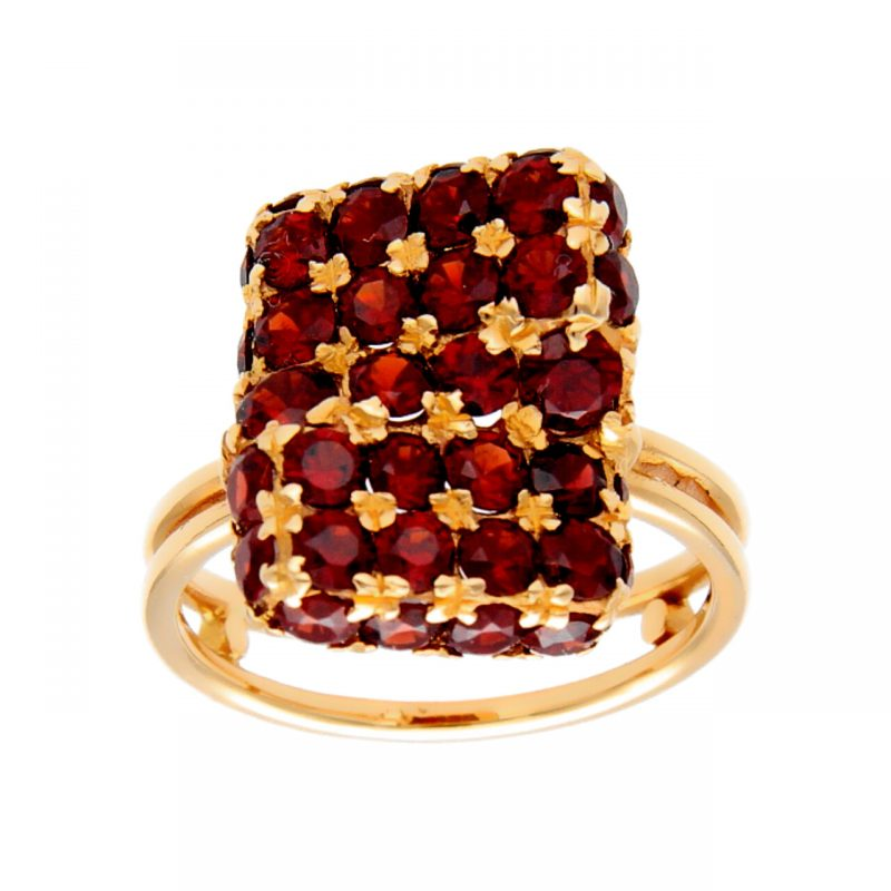 Yellow gold ring with garnets