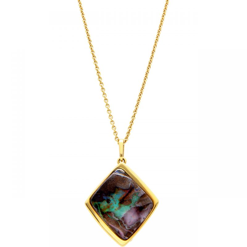 Yellow gold necklace with opal