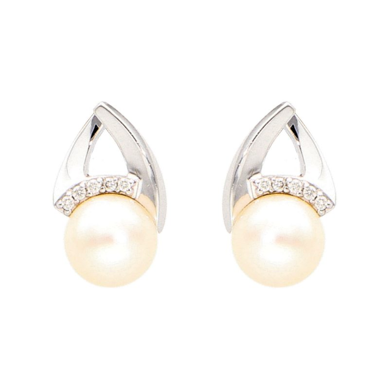 White gold earrings with pearl and diamonds