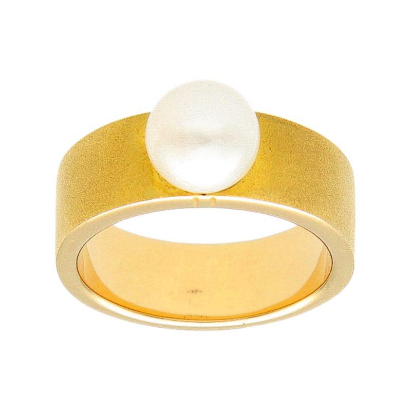 Yellow gold ring with pearl